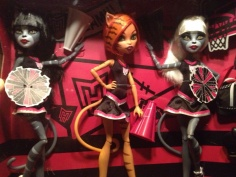 Monster High Fearleading Squad Toralei, Meowlody, and Purrsephone (Набор кошек Черлидеры)